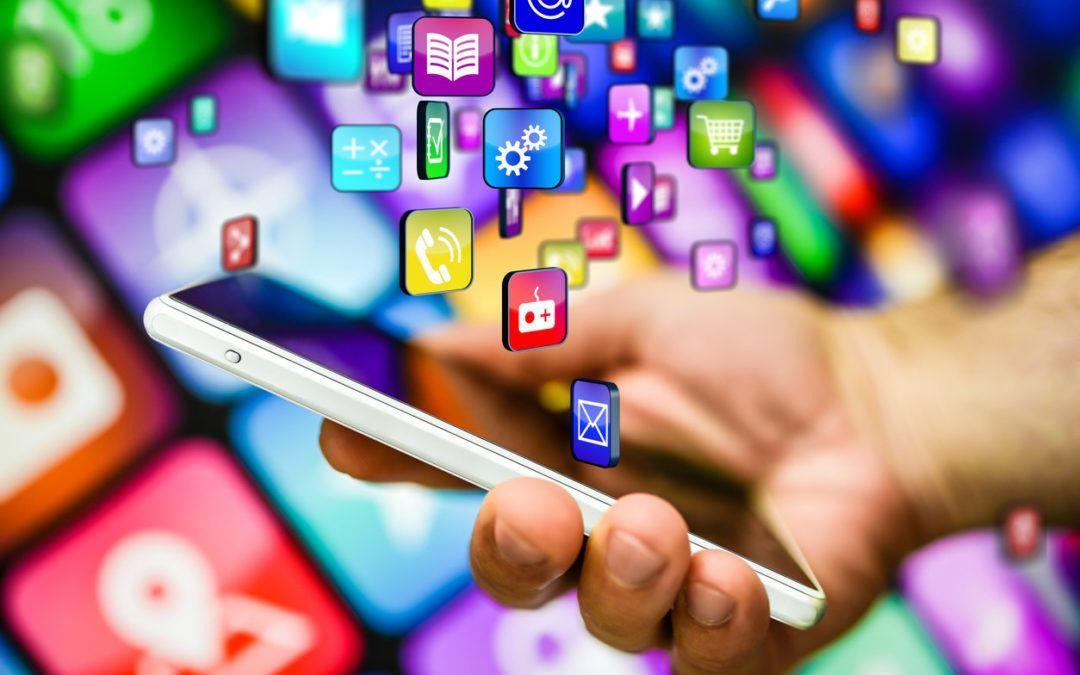 Un tercio de los españoles dedica un día a la semana a navegar por apps móviles